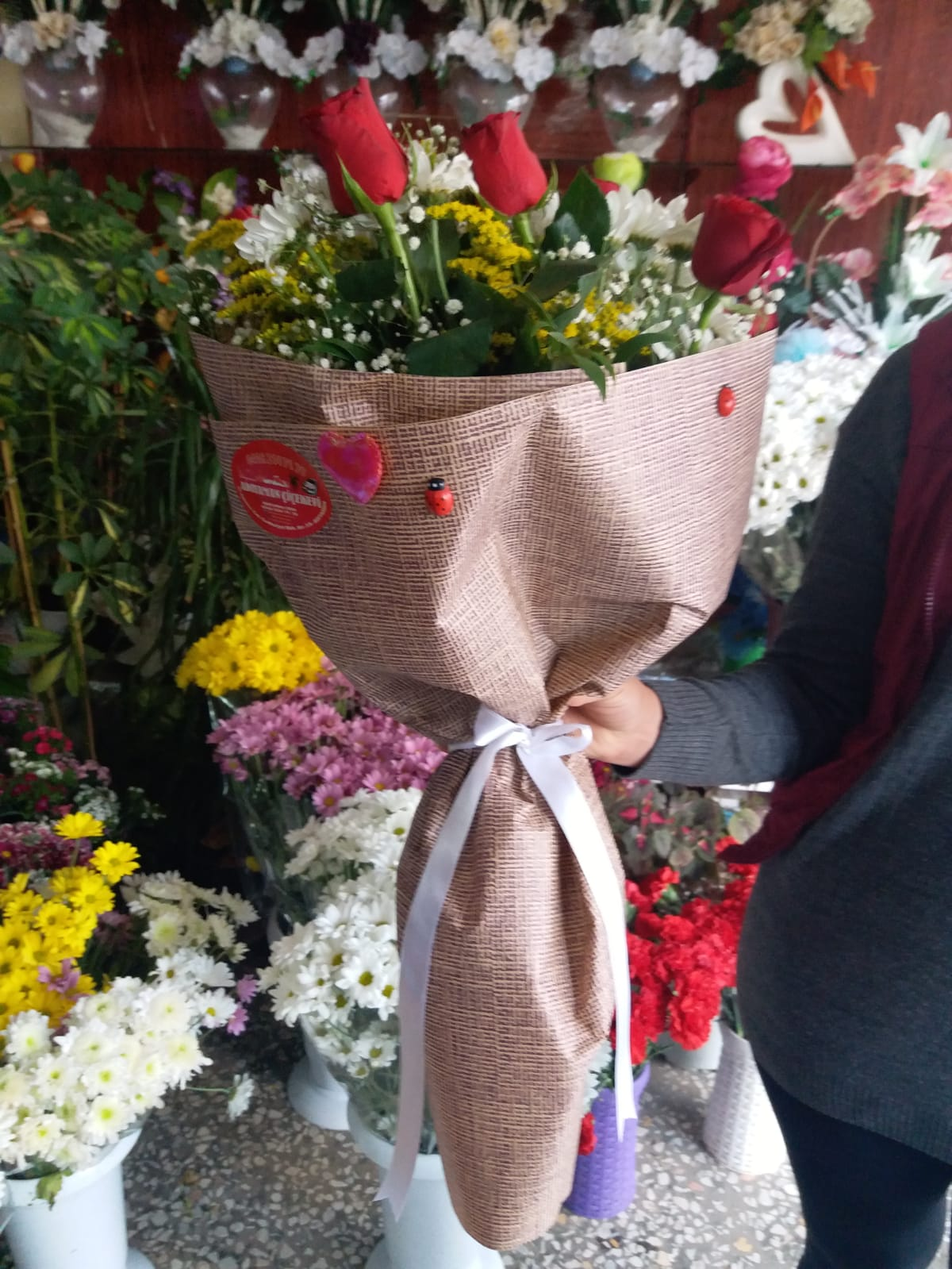 10 Gül Ve Papatya Buketi Adiyaman çiçek Adıyamanda çiçekçi